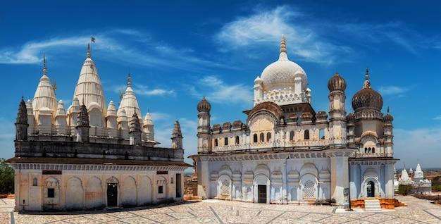 Panorama do complexo de templos de sonagiri jain - importante local religioso e de peregrinação, estado de madhya pradesh, índia