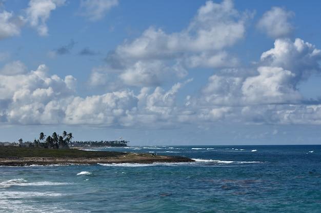 Panorama do oceano atlântico. república dominicana