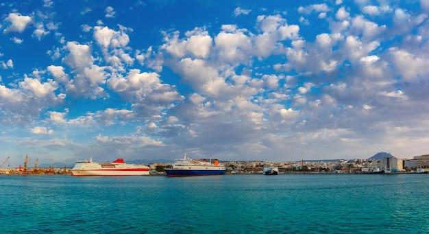 Panorama do porto marítimo de heraklion, creta, grécia