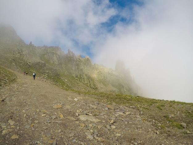 Panorama mont blanc das montanhas e vista de chamonix. frança.