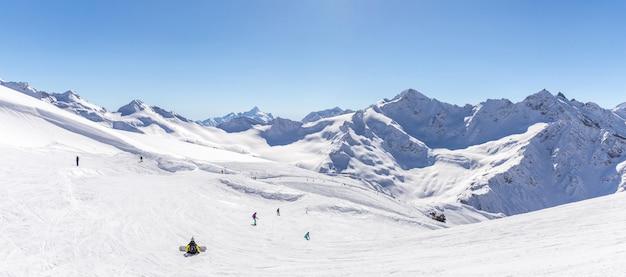 Panorama vista da pista de esqui elbrus, rússia