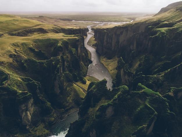 Panoramas e colinas verdes da islândia