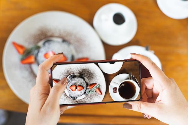 Panqueca tirar uma foto por telefone