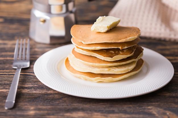 Panquecas americanas caseiras no café da manhã
