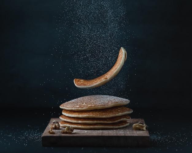 Panquecas americanas ou crepes no café da manhã