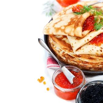 Panquecas com caviar vermelho