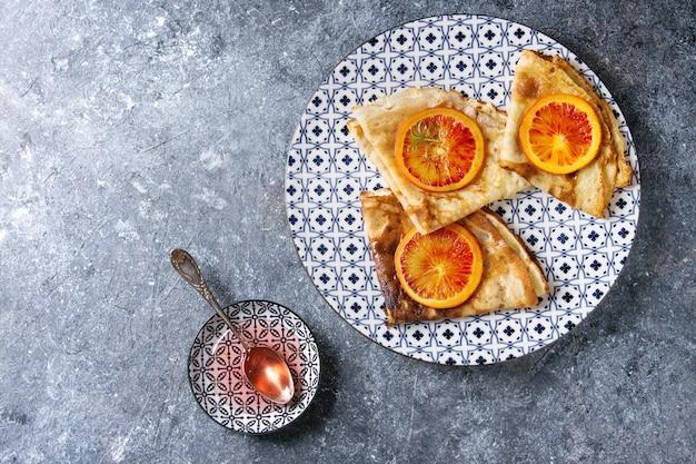 Panquecas com laranjas sangrentas