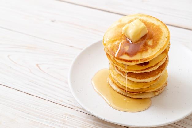 Panquecas com manteiga e mel