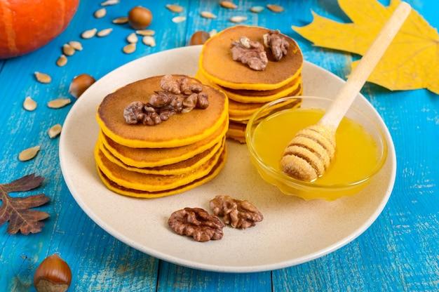 Panquecas de abóbora com mel e nozes