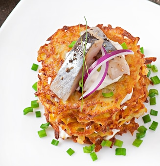 Panquecas de batata frita com arenque