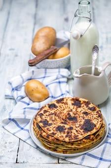 Panquecas de batata norueguesas caseiras tradicionais.