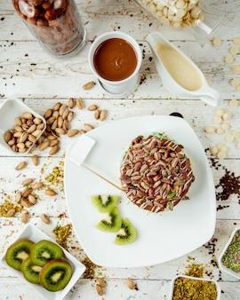 Panquecas de frutas polvilhadas com pistache