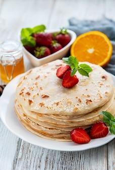 Panquecas deliciosas com morango
