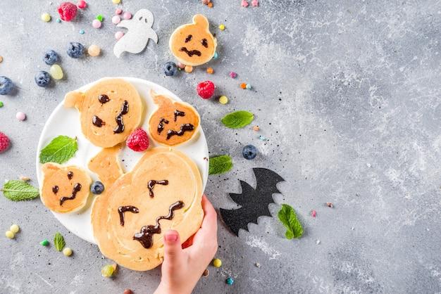 Panquecas engraçadas de crianças de halloween