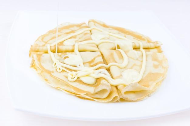 Panquecas ensopadas com leite condensado