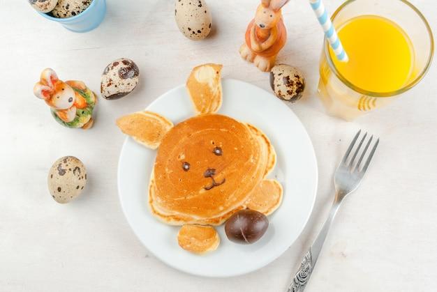 Panquecas no café da manhã de páscoa