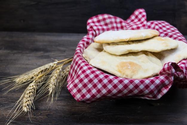 Pão ázimo ou ázimo, tradicional da cultura hebraica feito sem fermento, símbolo da páscoa judaica