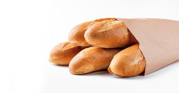 Pão baguete em saco de papel