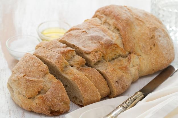 Pão branco de madeira