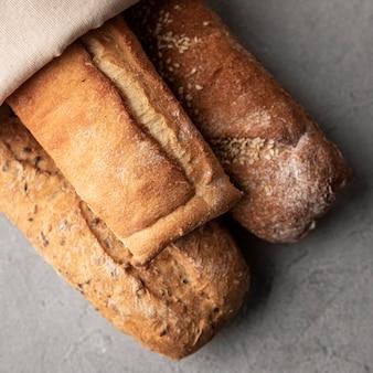 Pão caseiro assado na horizontal