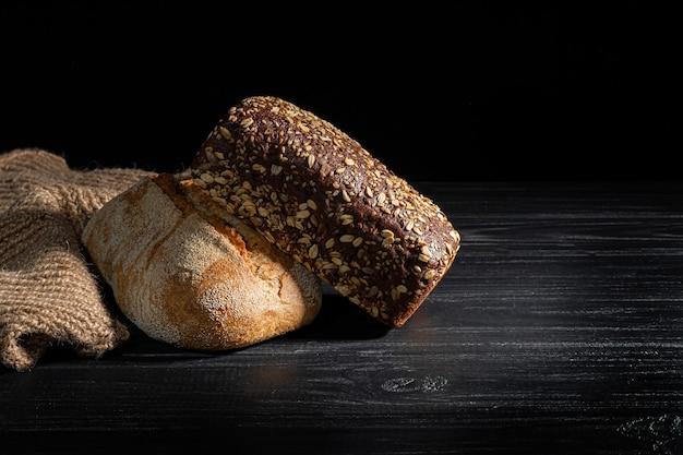 Pão caseiro. cereais em pó, sem glúten.