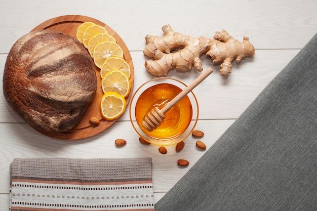Pão caseiro com gengibre e mel