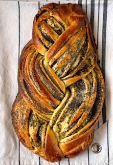 Pão caseiro com sementes de papoila