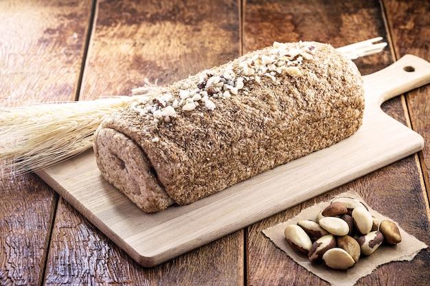 Pão caseiro de castanha do brasil, originário da amazônia, amêndoa brasileira rica em nutrientes