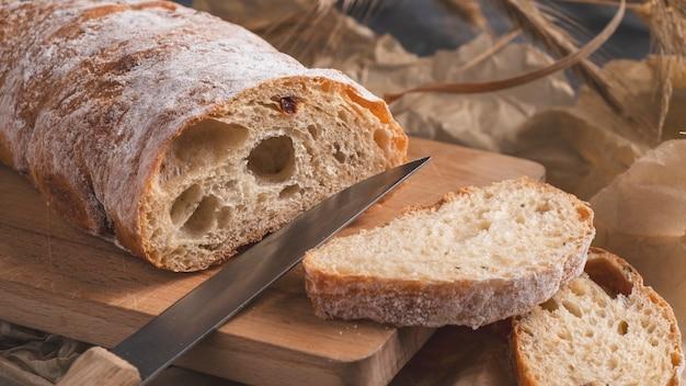 Pão caseiro delicioso de ciabatta pronto para comer.