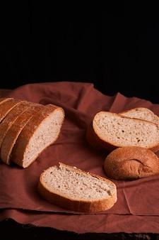 Pão caseiro fresco. crisp. pão ao fermento. pão sem fermento. pão dietético