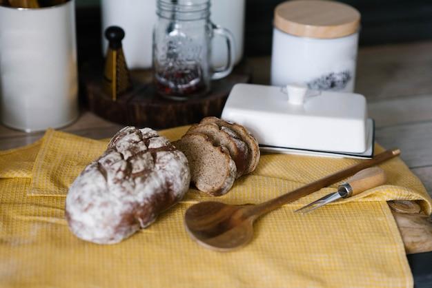 Pão caseiro fresco na cozinha