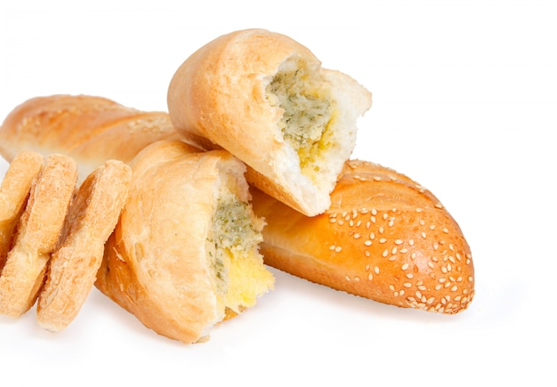 Pão com gergelim, biscoitos e pão