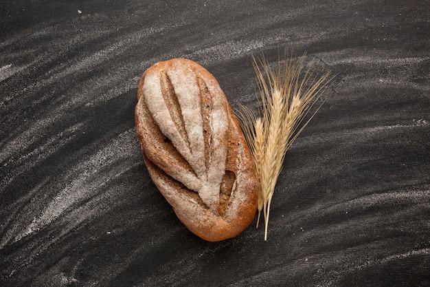 Pão com grama e farinha de trigo