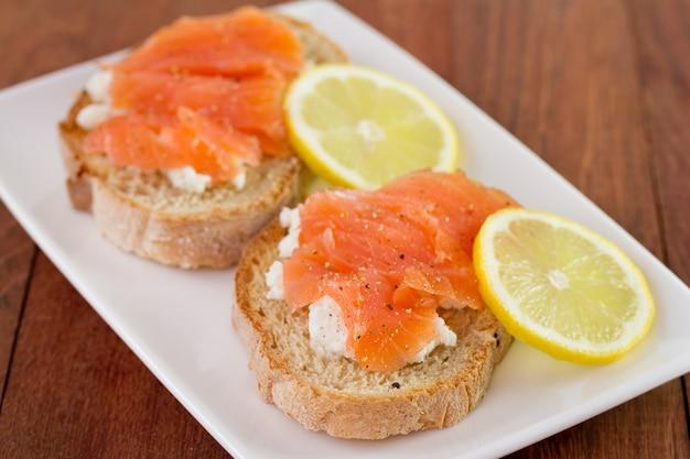 Pão com salmão