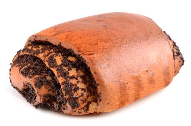 Pão com sementes de papoula isoladas em branco