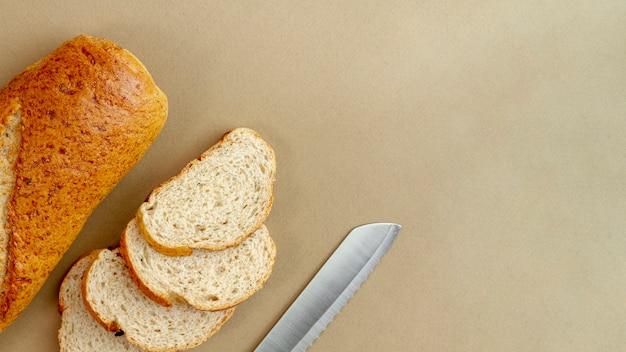 Pão com vista superior de faca