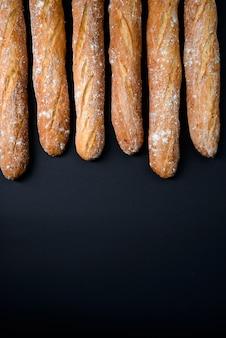 Pão comprido com farinha