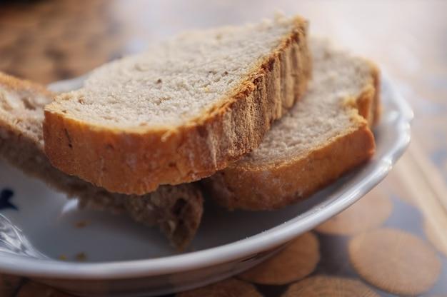 Pão cortado em fatias