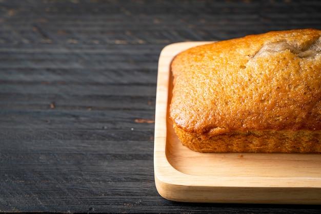 Pão de banana caseiro ou bolo de banana fatiado