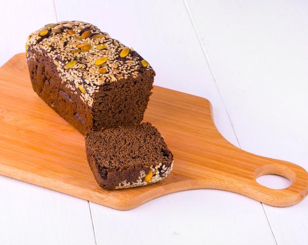 Pão de centeio com nozes e sementes