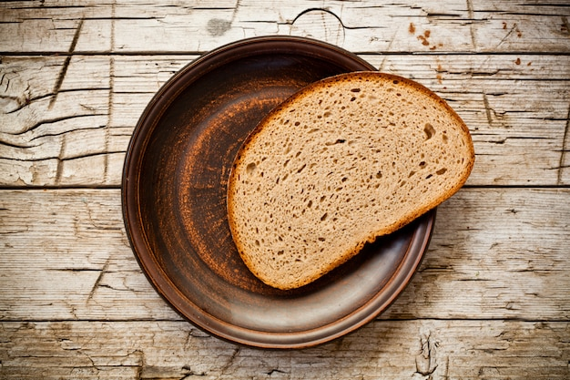 Pão de centeio em um prato