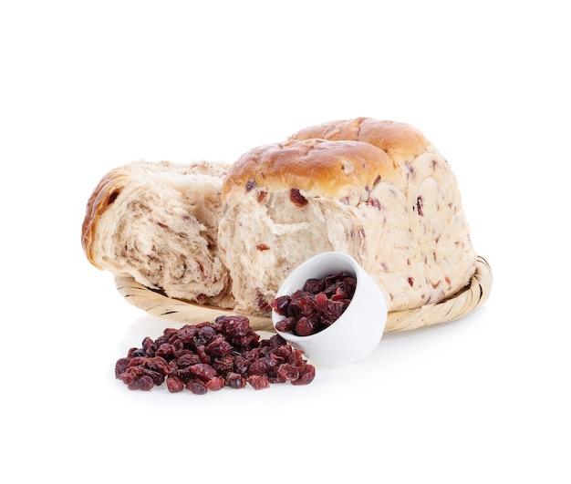 Pão de cranberry isolado no branco