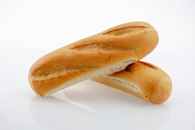 Pão de dois pão isolado no fundo branco