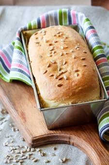 Pão de fermento branco com sementes de girassol