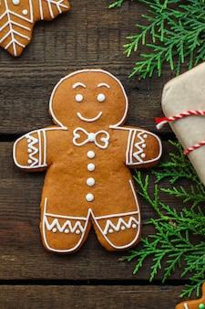 Pão de gengibre. presentes e feriado, natal feliz ano novo