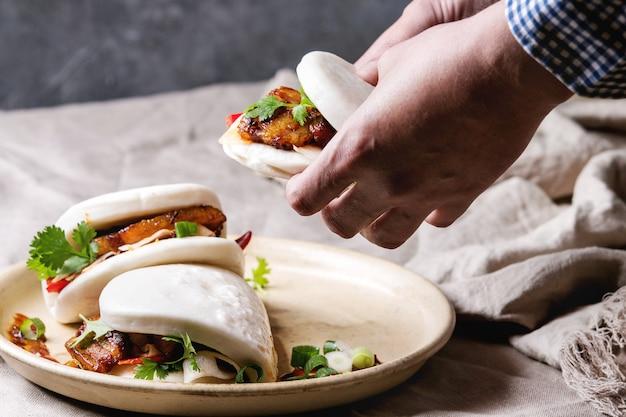 Pão de gua bao com carne de porco