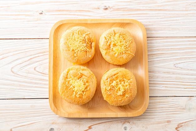 Pão de ló com queijo