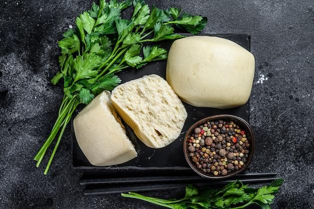 Pão de lótus chinês em pasta steam.