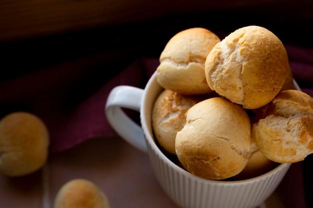 Pão de queijo delicioso assado