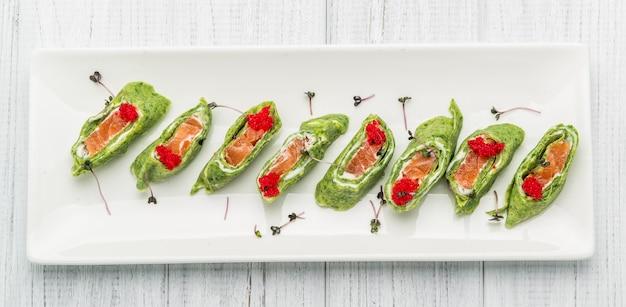 Pão de salmão com espinafre e panquecas de salmão